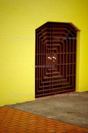 小さな扉の写真素材 [FYI00454212]