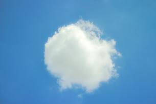 青空に雲の写真素材 [FYI00454313]