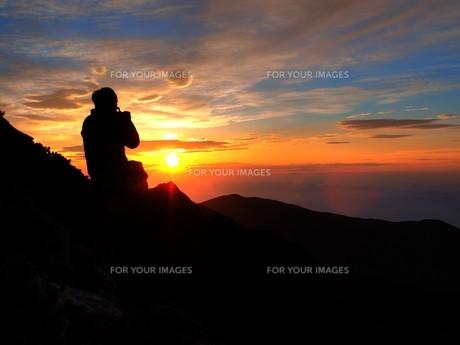朝焼けのひと時、今日これからを思うの写真素材 [FYI00454354]