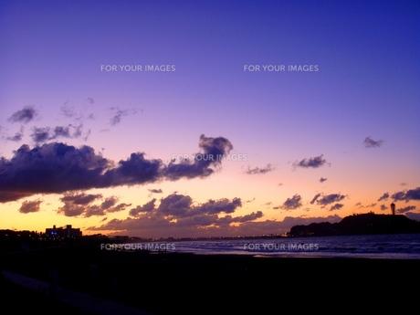 江ノ島の日の出前の写真素材 [FYI00455306]