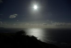 ワイキキ沖の太陽の写真素材 [FYI00455673]