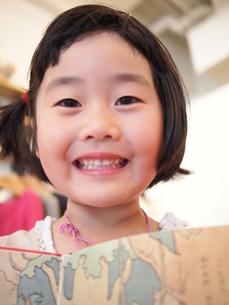 少女の笑顔の写真素材 [FYI00455706]