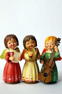 楽器を持った天使たち(縦)の写真素材 [FYI00455843]