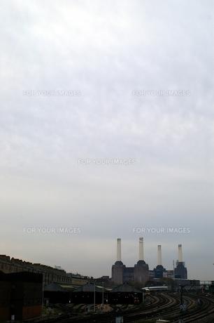 バタシー発電所の煙突の写真素材 [FYI00455869]