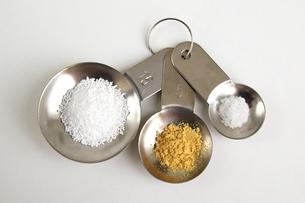 調味料と計量スプーンの写真素材 [FYI00455986]