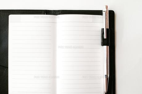 ビジネス手帳とペンの写真素材 [FYI00456005]