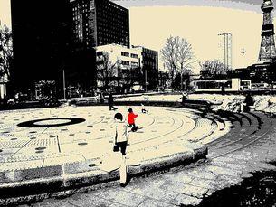 公園で遊ぶこどもの写真素材 [FYI00456051]