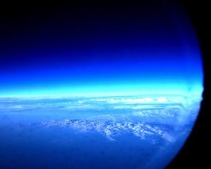 窓から見る空の写真素材 [FYI00456114]