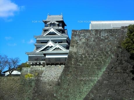 熊本城天守閣と武者返しの写真素材 [FYI00456128]