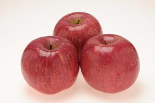 3個のリンゴの写真素材 [FYI00456285]