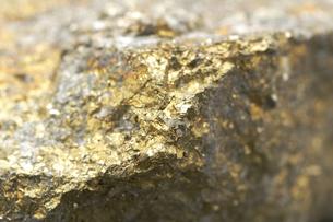 金色の鉱石・先端の写真素材 [FYI00456305]