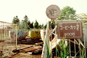 廃墟のコーヒーカップの写真素材 [FYI00456581]