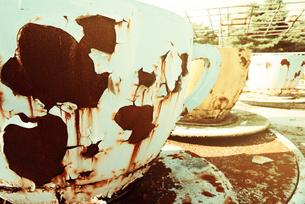 廃墟のコーヒーカップの写真素材 [FYI00456591]