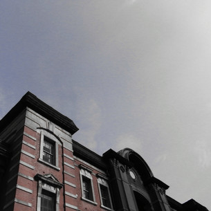 東京駅と空の写真素材 [FYI00456646]