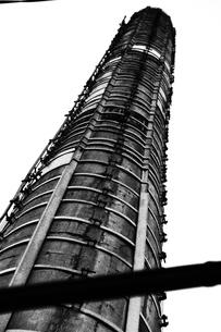 下町の煙突の写真素材 [FYI00456657]