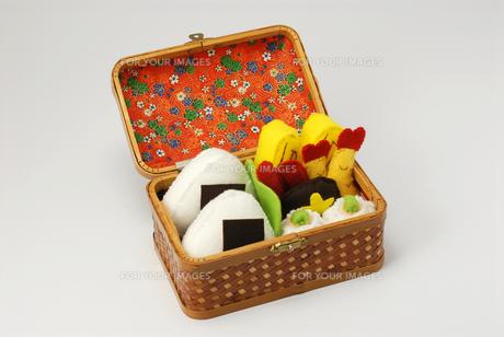 お弁当の手作りおもちゃ 横位置の写真素材 [FYI00456755]