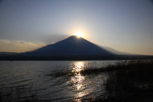 ダイヤモンド富士の写真素材 [FYI00456911]