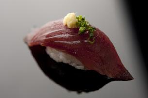 にぎり寿司 鰹の素材 [FYI00457260]