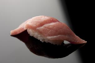 にぎり寿司 大トロの素材 [FYI00457267]