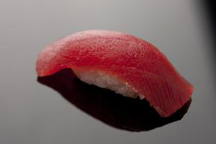 にぎり寿司 マグロの素材 [FYI00457268]