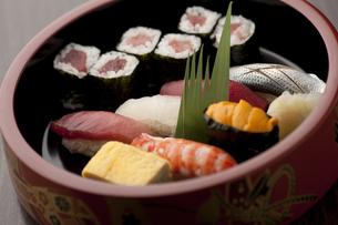 握り寿司 出前桶の素材 [FYI00457273]