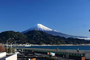 由比から望む富士山の写真素材 [FYI00457402]