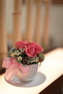 カップの花籠の写真素材 [FYI00457408]
