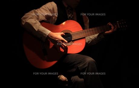 ギター演奏の写真素材 [FYI00457627]