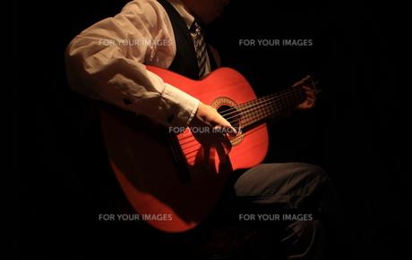 ギター演奏の写真素材 [FYI00457638]