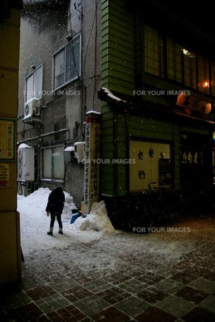 雪と少女の素材 [FYI00457820]