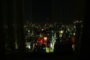 夜の窓からの素材 [FYI00457831]