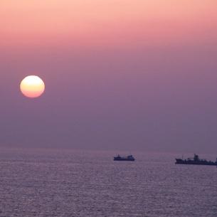 朝日と漁の素材 [FYI00459026]