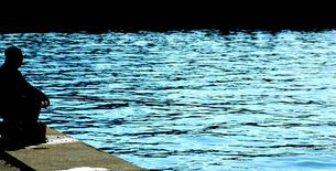 海と釣り人の写真素材 [FYI00459519]