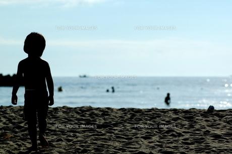 海と少年の素材 [FYI00459521]