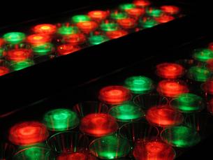 赤と緑の円形ライト1の写真素材 [FYI00459887]