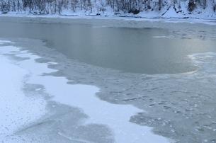 凍った川の素材 [FYI00460684]