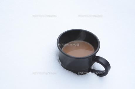 雪の中のコーヒーの素材 [FYI00460695]