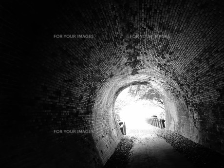 トンネルの出口の写真素材 [FYI00461287]