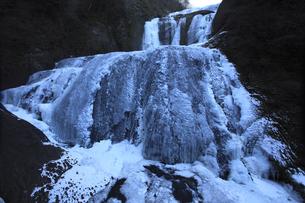 氷瀑 袋田の滝 第1観瀑台から望む 超広角17mmで撮影の写真素材 [FYI00461291]