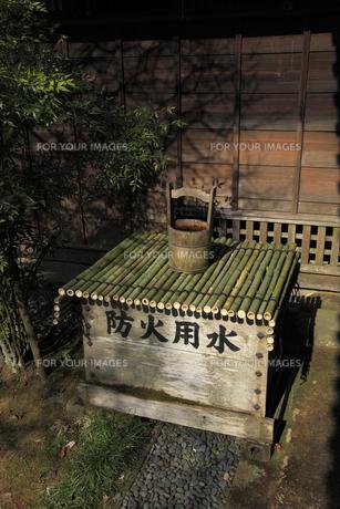 弘道館正庁に備えられた 防火用水の写真素材 [FYI00461295]