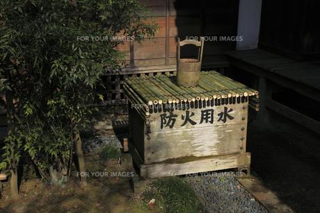 弘道館正庁に備えられた 防火用水の写真素材 [FYI00461322]