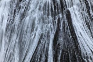 清涼 白き水の流れ 瀑布 袋田の滝の写真素材 [FYI00461334]