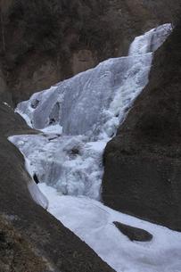 今までにない完全凍結 凍て付く袋田の滝 吊橋付近から撮影の写真素材 [FYI00461352]