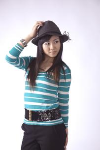 帽子をかぶった キュートな女の子の写真素材 [FYI00461369]