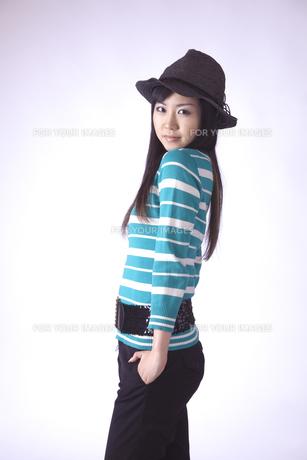 帽子をかぶった キュートな女の子の写真素材 [FYI00461386]