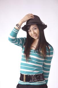 帽子をかぶった キュートな女の子の写真素材 [FYI00461388]