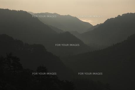 リアス式海岸の特徴 山々の起伏が多い 思惟大橋からの展望の素材 [FYI00461411]