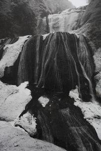 雪降る 袋田の滝 第1観瀑台から 超広角17mmで撮影の写真素材 [FYI00461436]