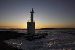 朝焼けの大洗灯台(灯柱)の写真素材 [FYI00461502]