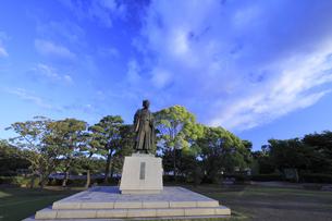 徳川光圀公像 :黄門像広場(千波湖の西側周辺)に立つ。水戸黄門特集に最適。「人物なし」の写真素材 [FYI00461619]